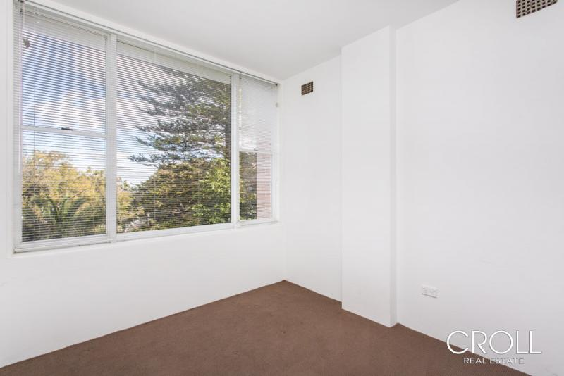 Croll real estate 790891 2 80 bent street neutral bay for Balcony unreserved