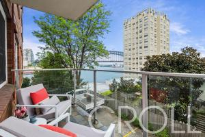 12/17 East Crescent Street, McMahons Point